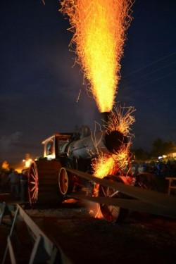 The Avery Steam Traction Engine sparkshow, 2015